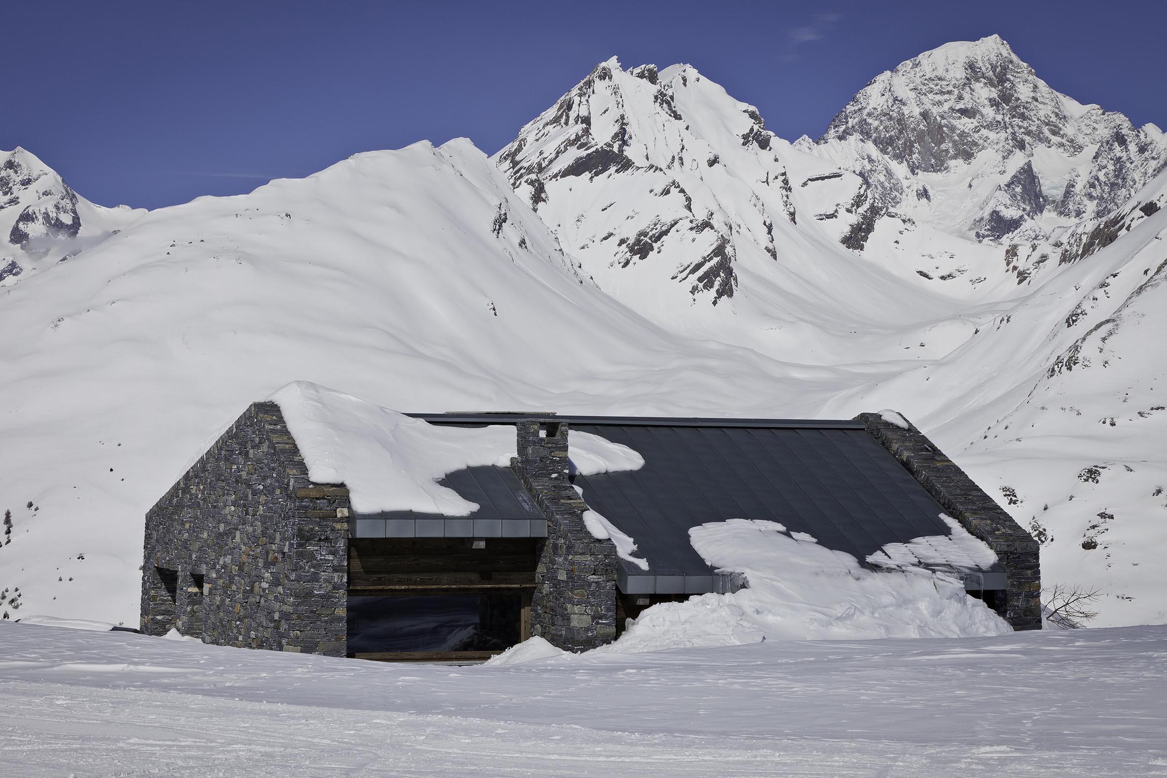 Federico Delrosso progetta una casa in alta quota nella vallata de La Thuile – località Les Souches.